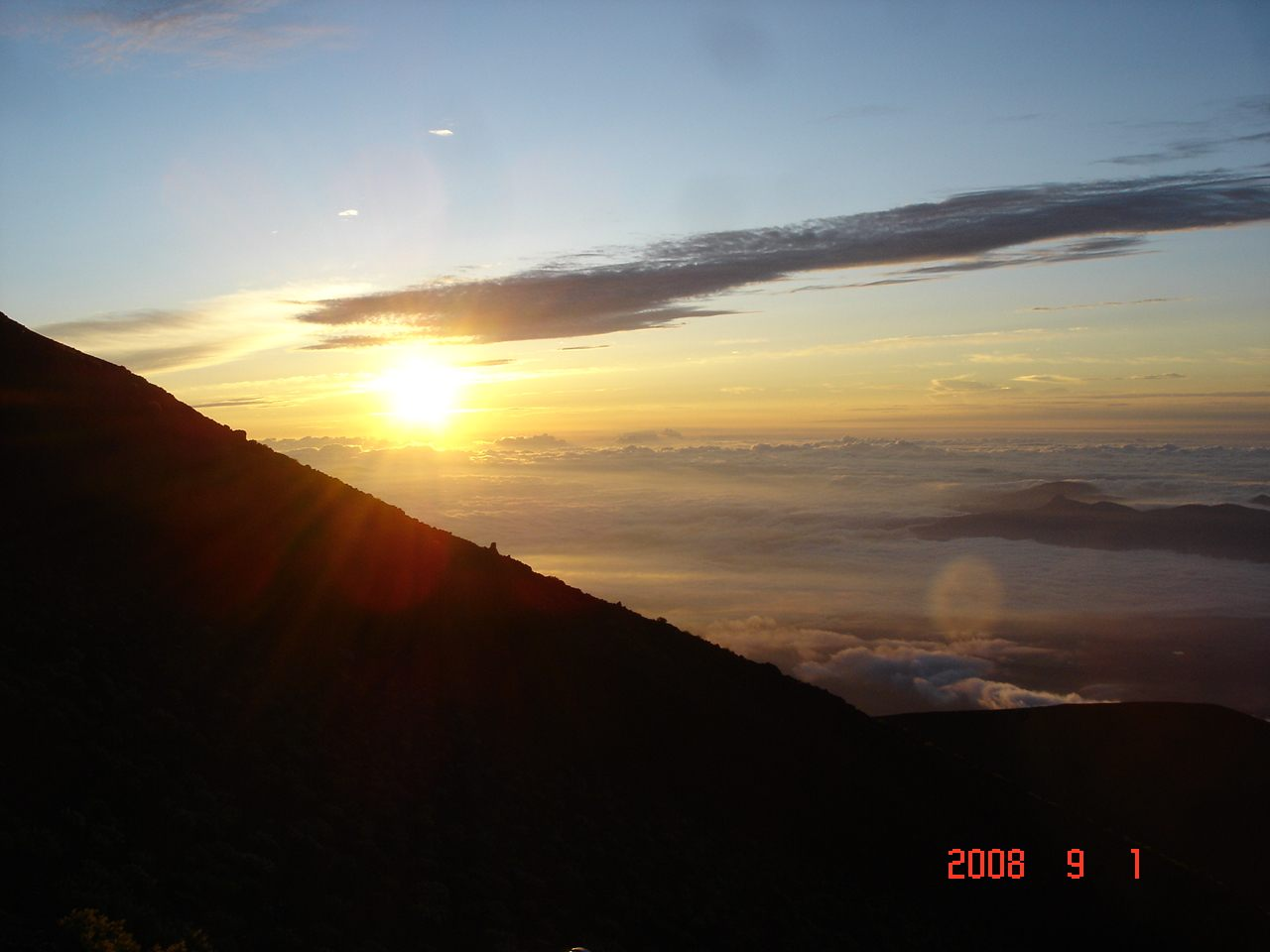 富士登山は過酷だが山小屋は拷問である
