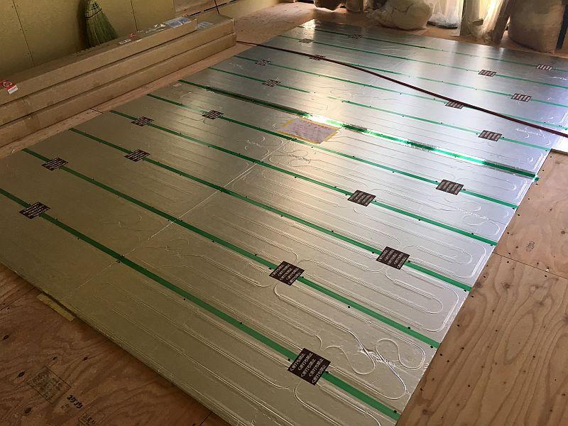フローリング工事と床暖房工事(階段もついた!)