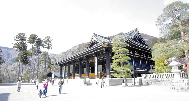 日蓮宗総本山の身延山久遠寺と日蓮の墓に行ってきた